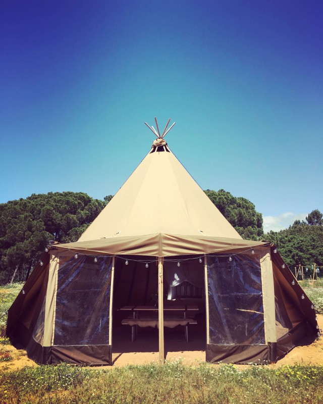 You can choose for a closes tipi