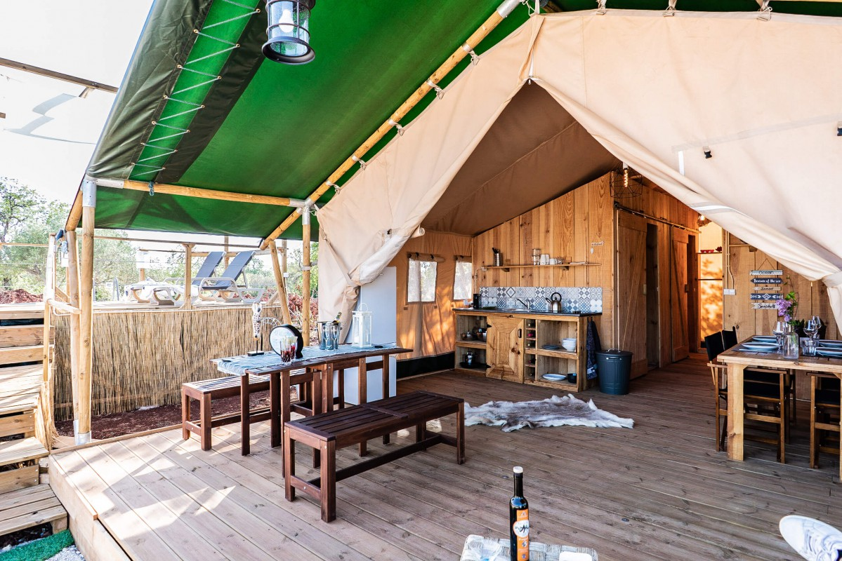 Overview tent, veranda and sundeck