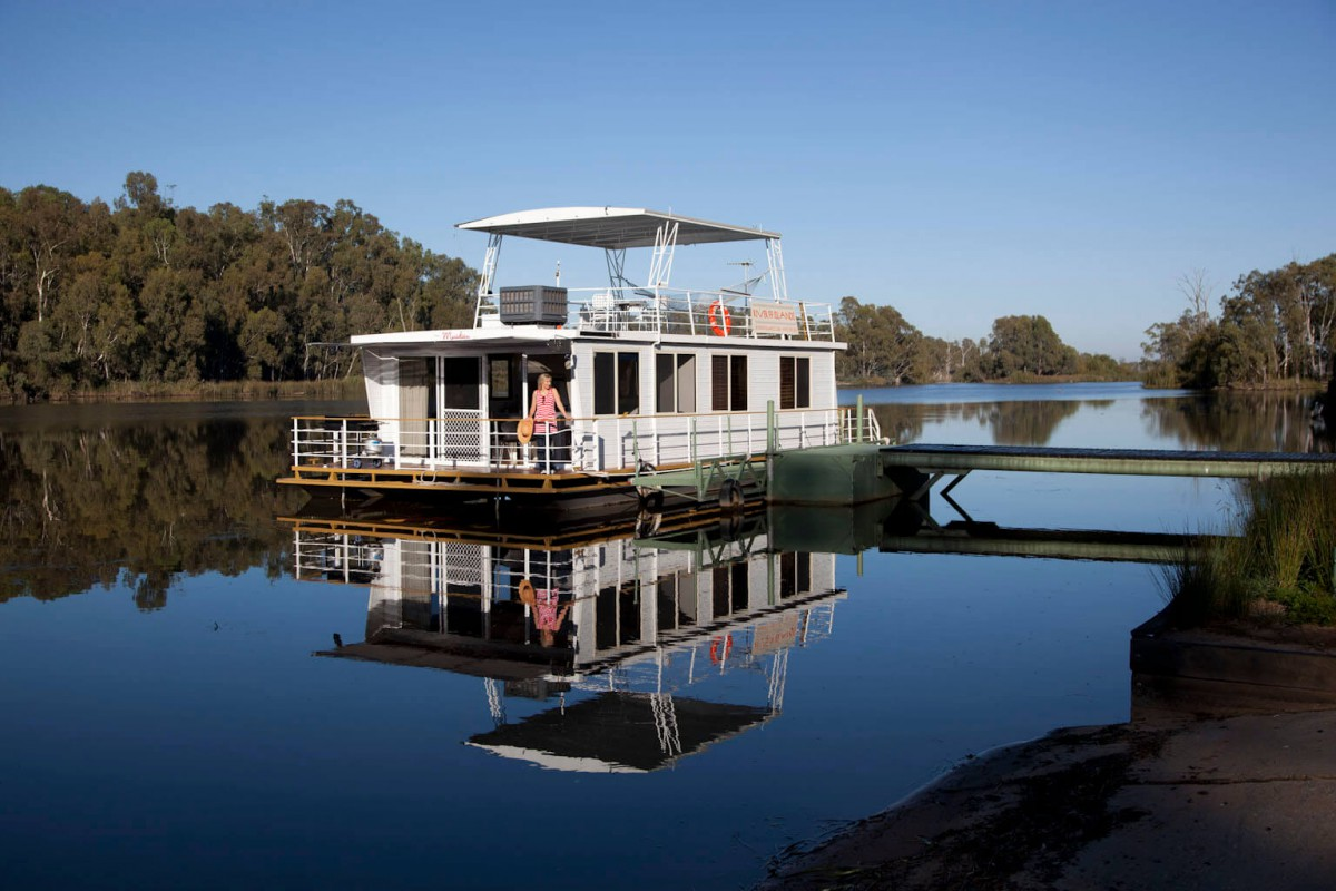 Get aboard and enjoy the great Murray River.