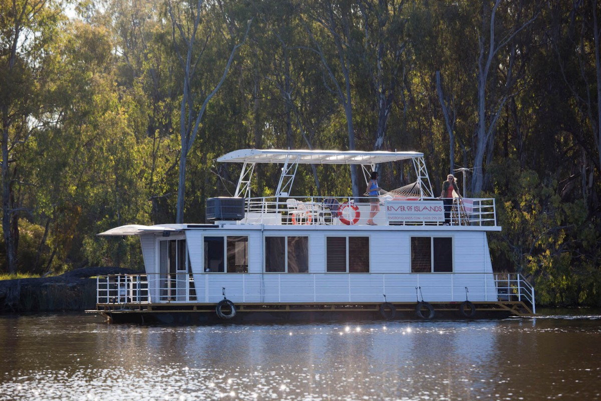The Murray River Houseboat in all her beauty.