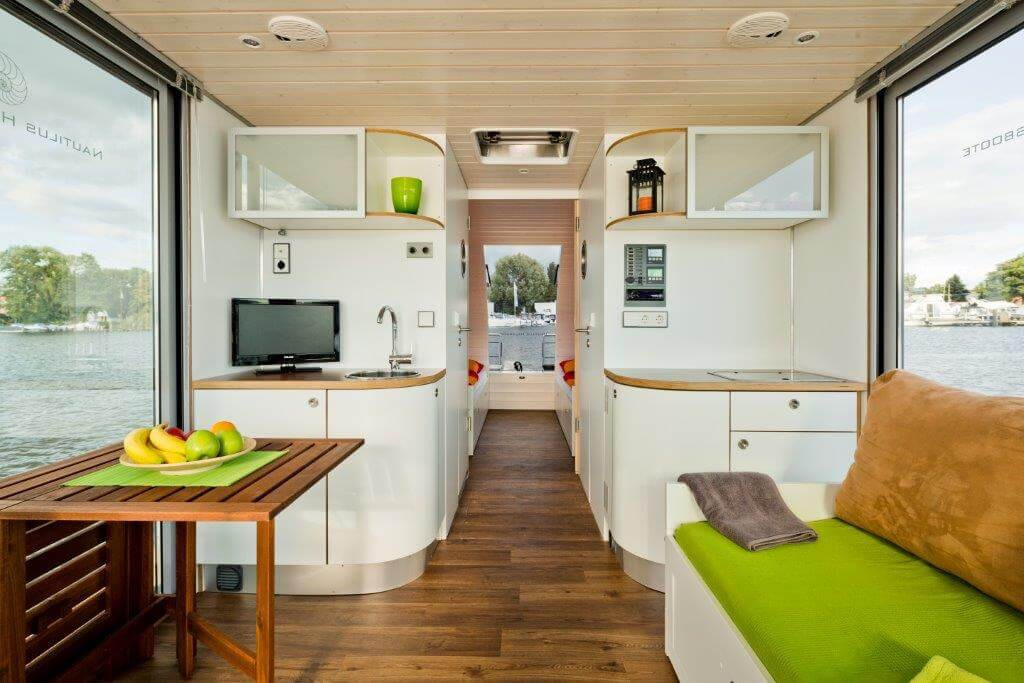 The Houseboat Berlin has a large living area with open kitchen.