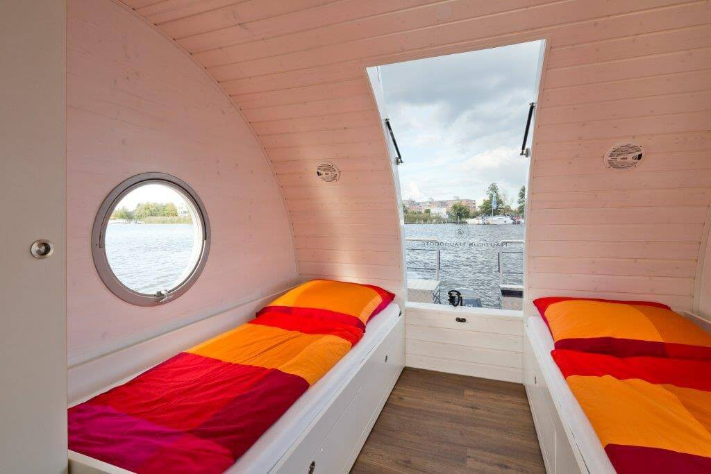 The two single beds on the top deck can be transformed into a double bed.