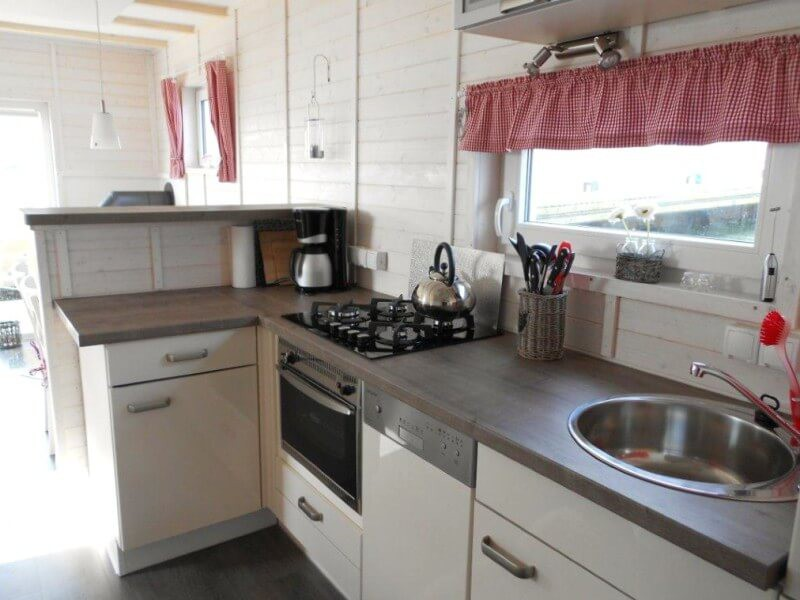 The fully equipped kitchen makes this houseboat perfect for foodies.