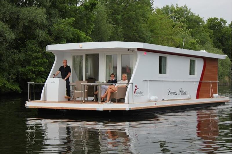 Be welcome aboard at our Brandenburger Houseboat