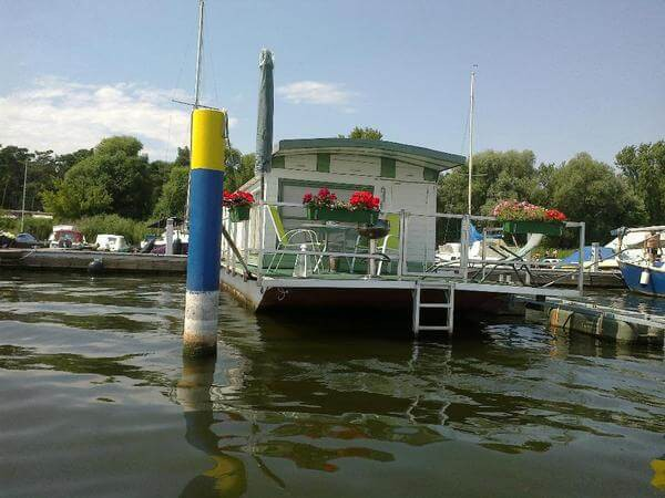 The terrace of the  Plauer See Houseboat offers a great view over the water.