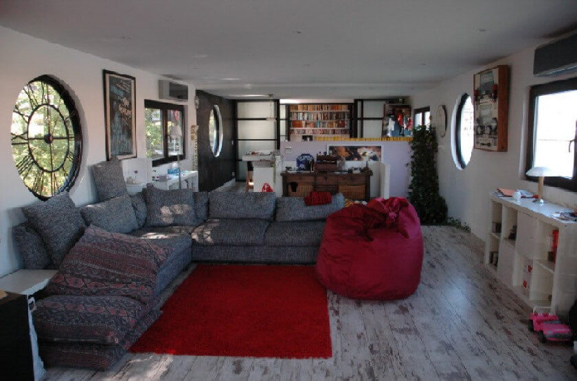 The living room with 360 degree views on river