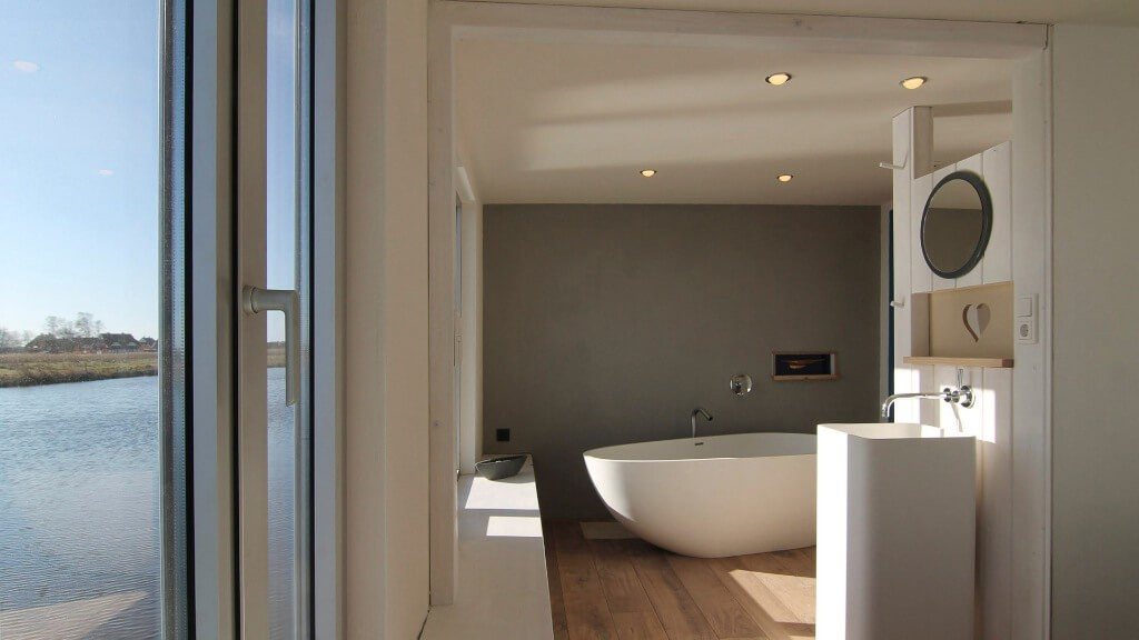 Clay wall heating, oak wooden floors and amazing designed.
