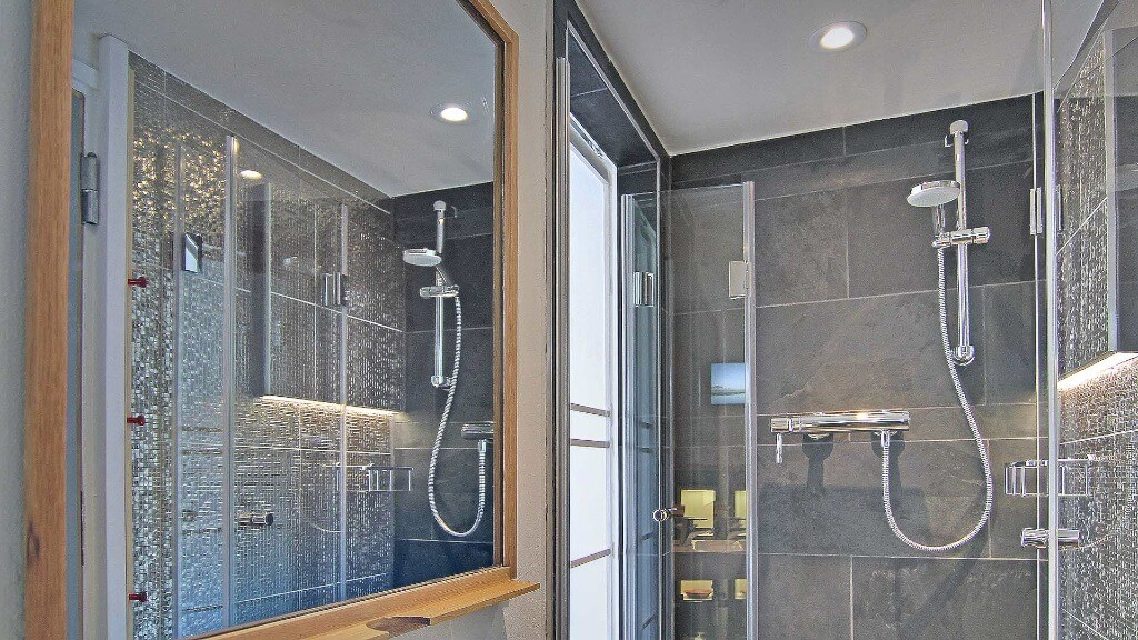Four bathrooms with great luxury.