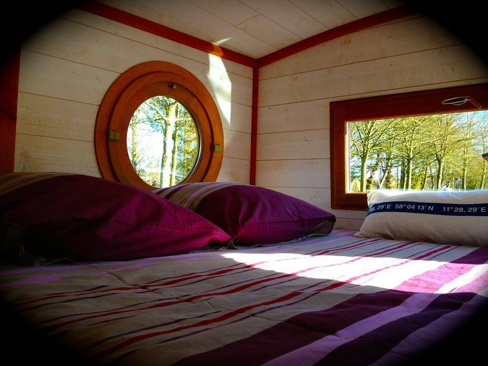 Double bed with a view of the river