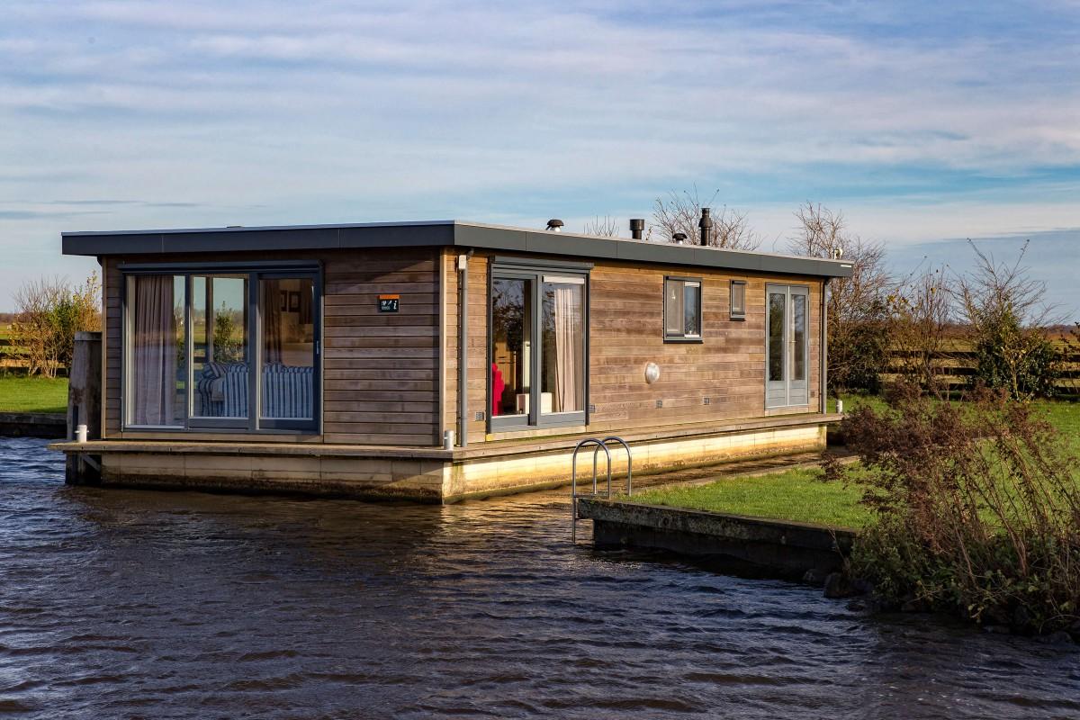 """Houseboat """"Sweltsje"""""""