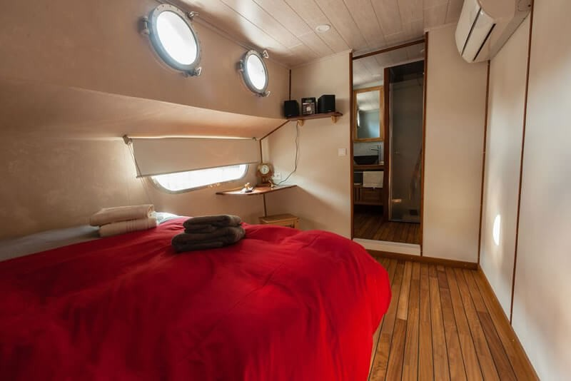Bedroom that sleeps two persons