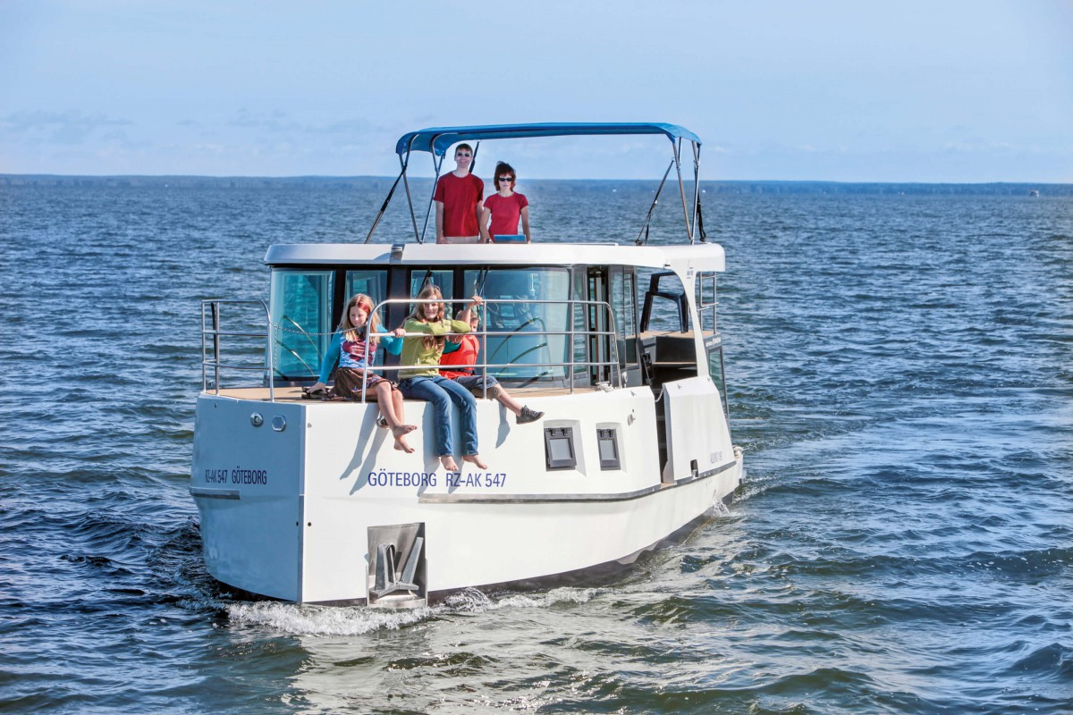 experience a luxurious boat boat trip