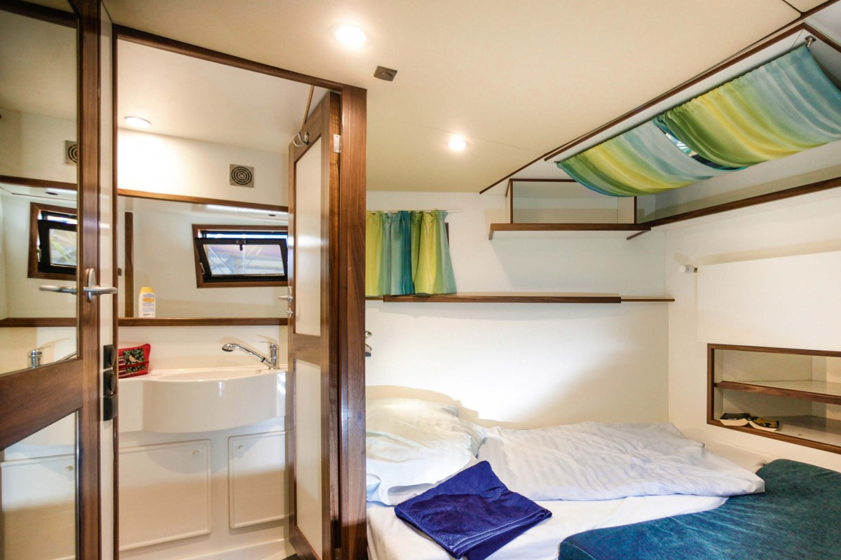 bow cabin with ensuite bathroom
