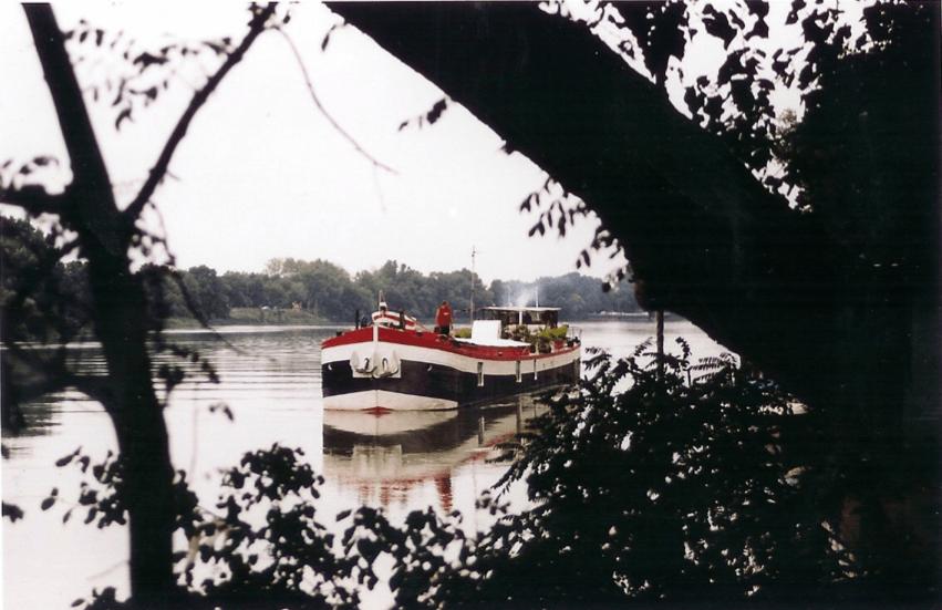 The Avignon Houseboat in her full glory.