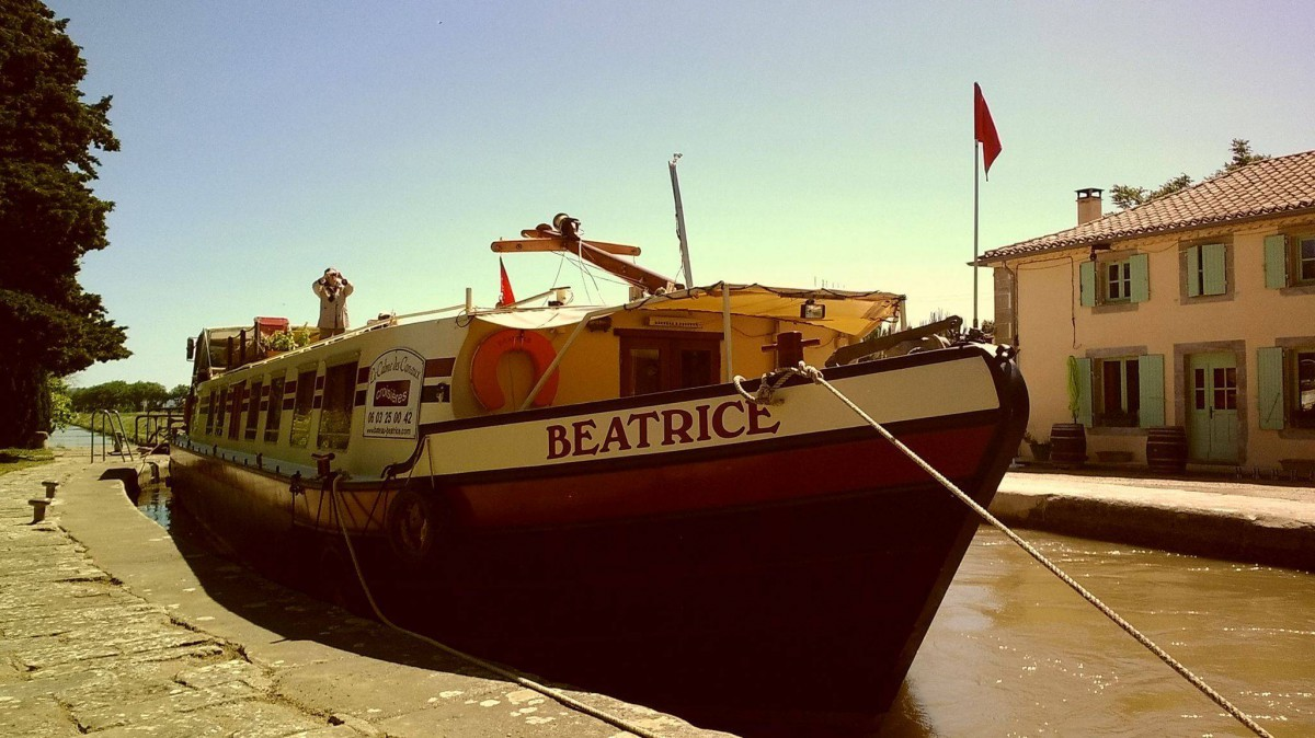 We look forward to welcome you aboard on 'Peniche Beatrice'