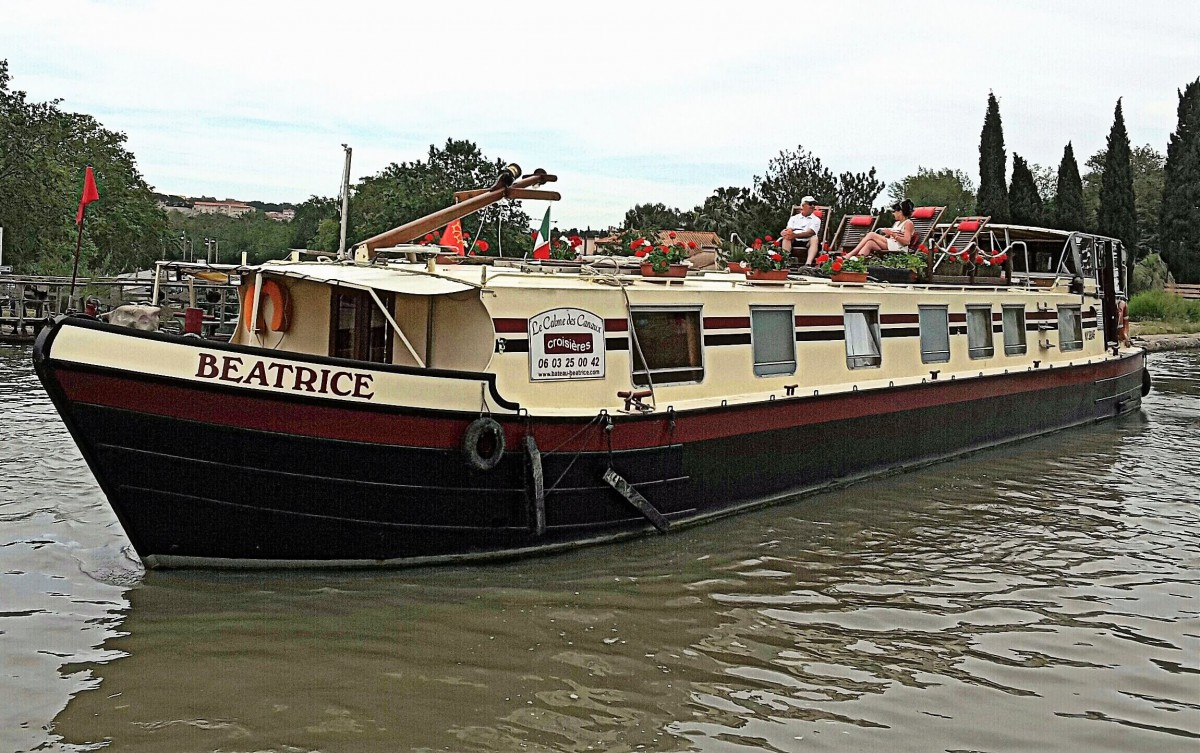 The Beatrice house boat in her full glory.