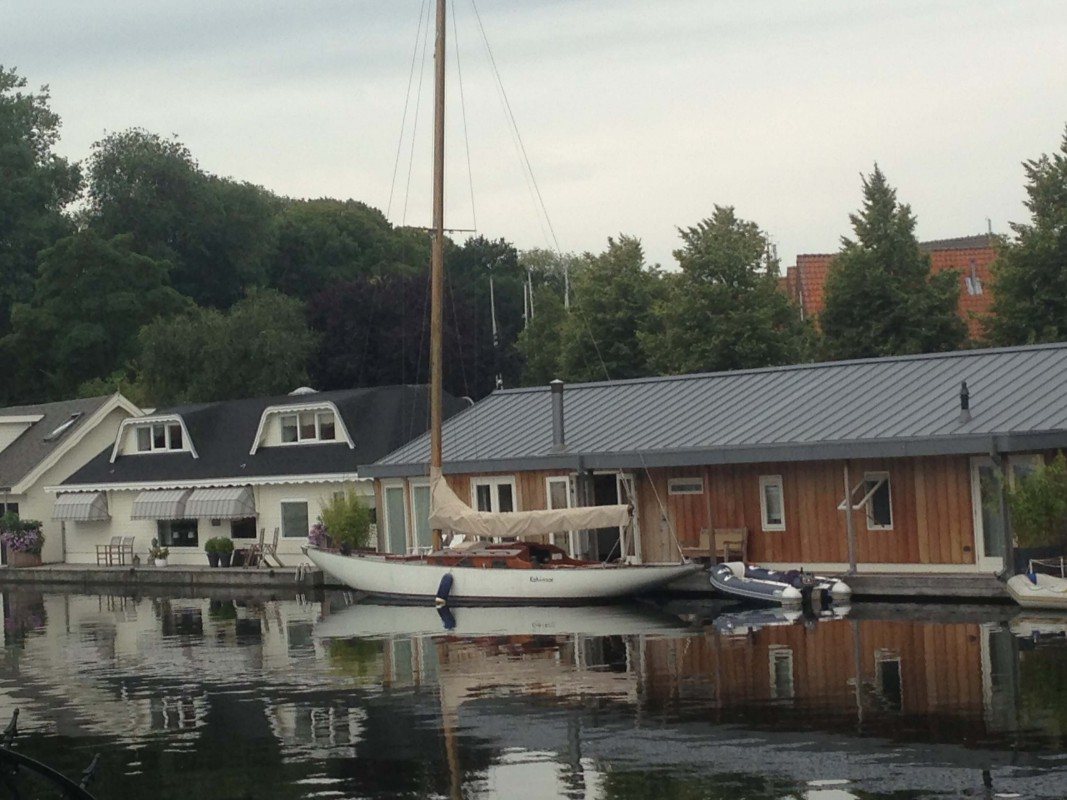 Houseboat Hoorn is located in a charming harbour.