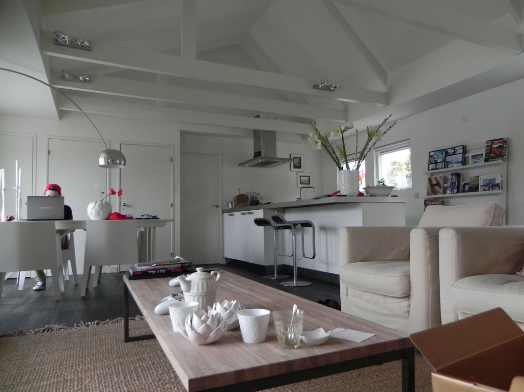 The high ceilings are something special for a houseboat.