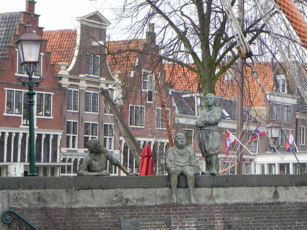 """""""De jongens van Bontekoe"""" overlooking the harbour"""