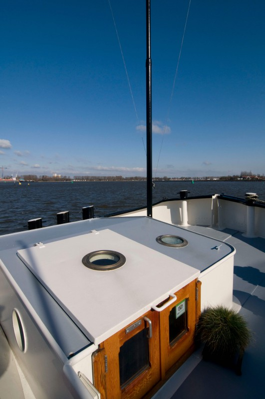 The entrance and sun deck  of the houseboat.