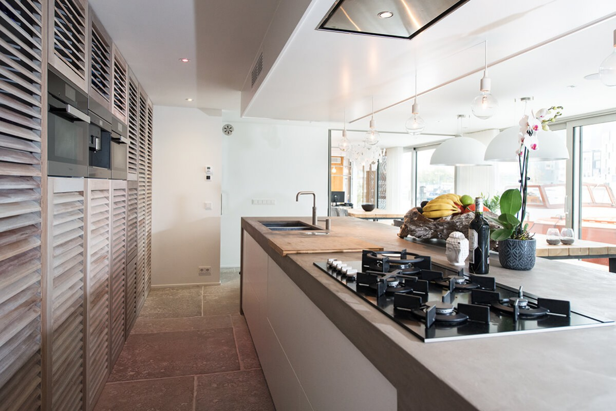 open kitchen with  cooking island of 4 metres