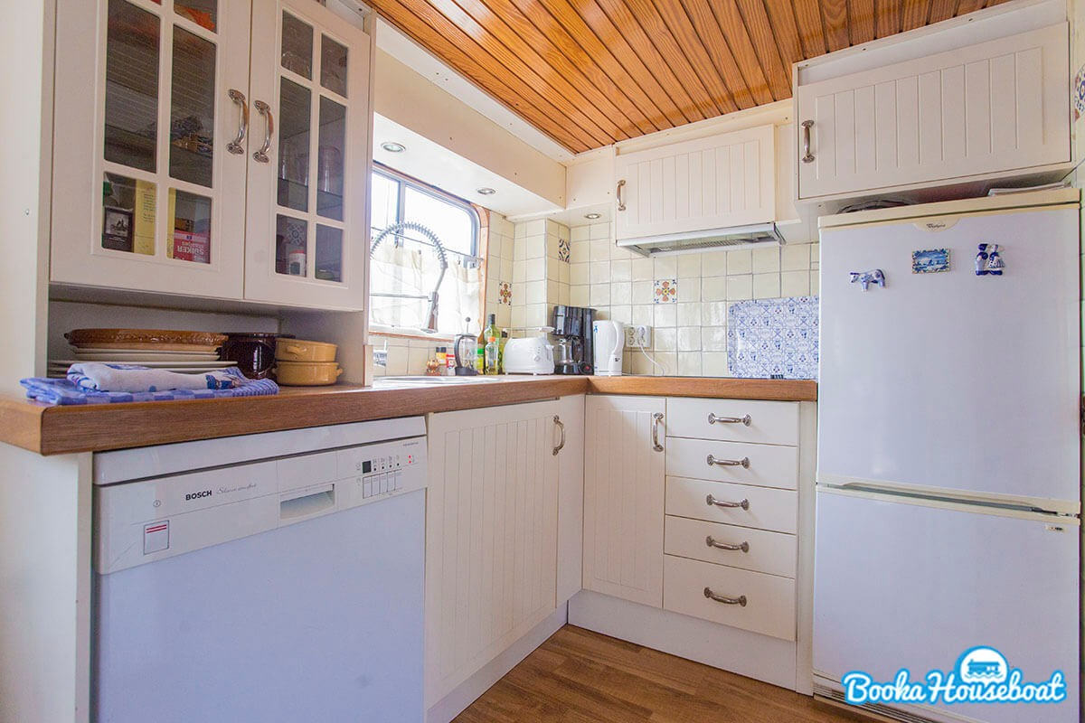 A fully equipped kitchen with dishwasher and microwave-oven.
