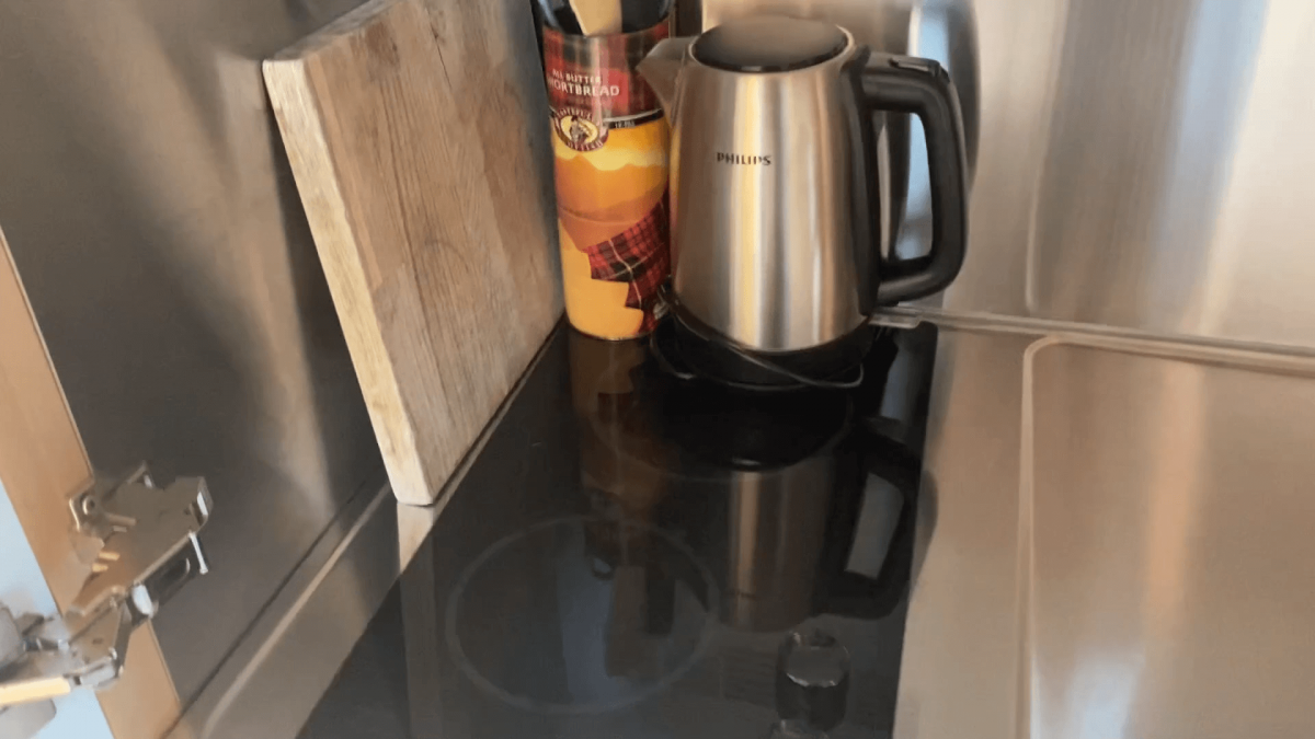 Two cooking rings - electric as well as water kettle.