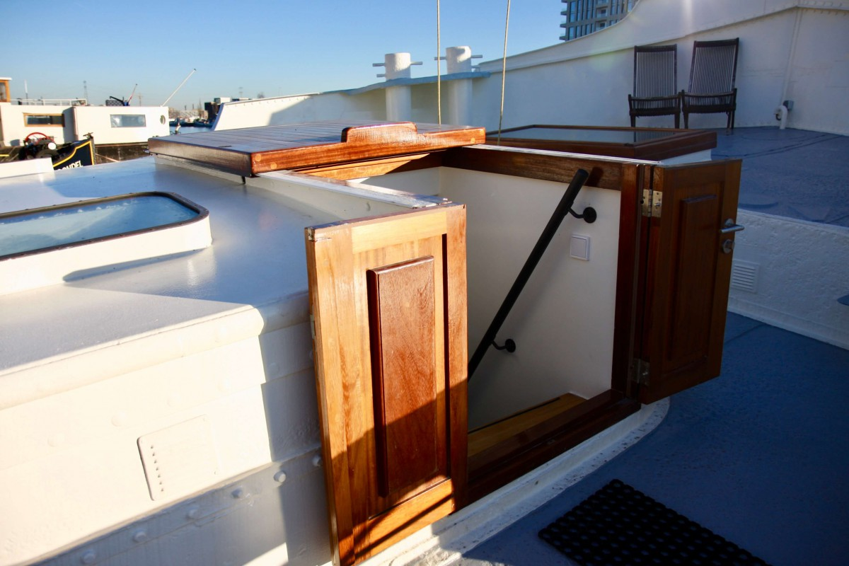Private entrance to Sailor Suite