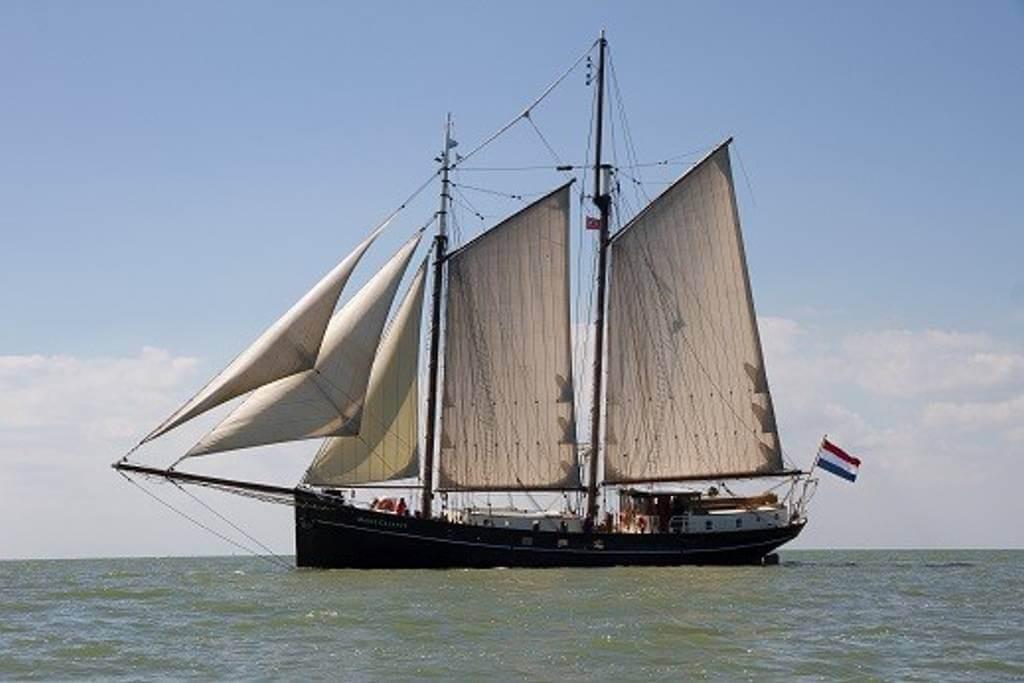 The boat, sailing
