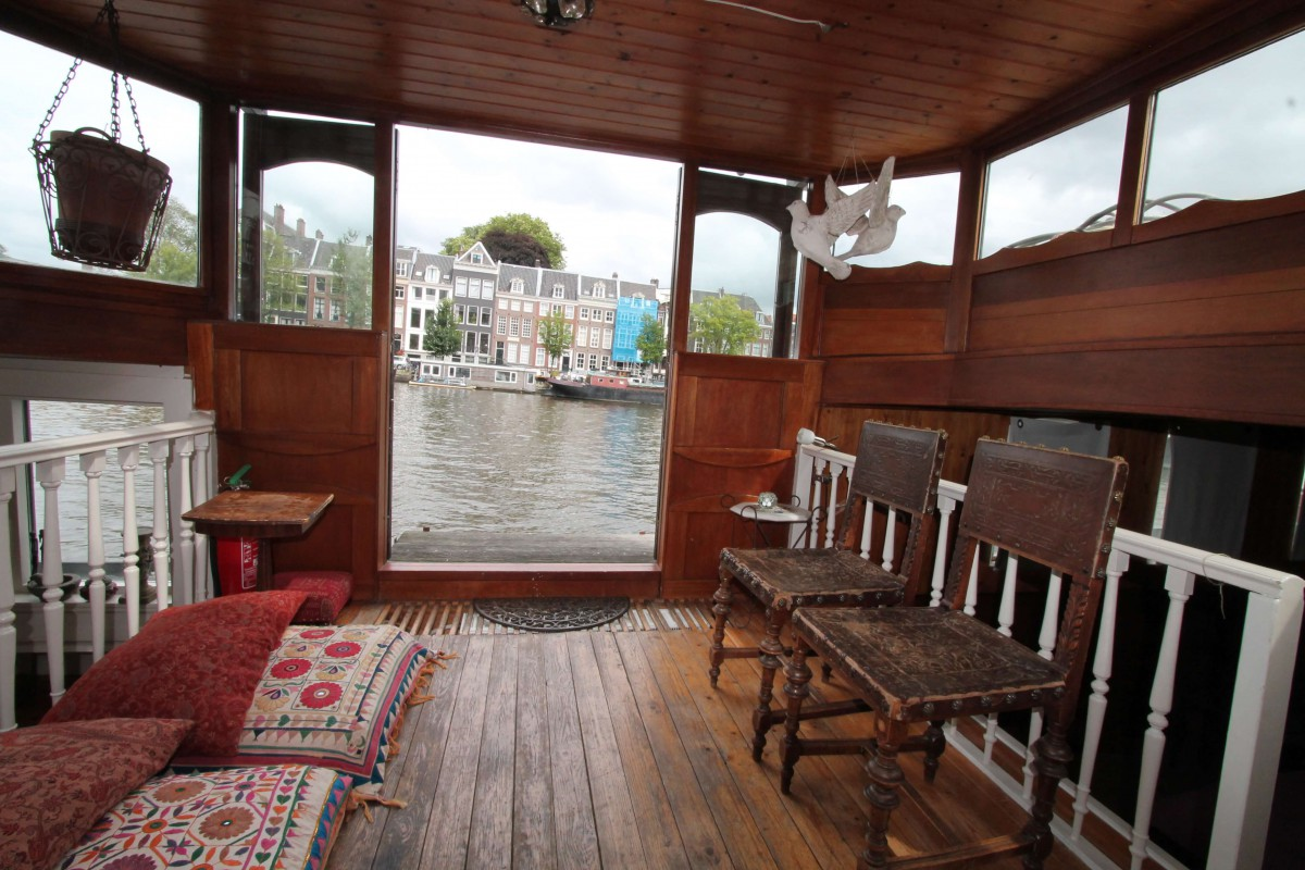 Steering house overlooking Amstel river