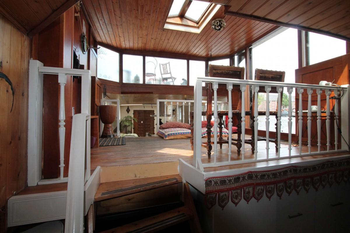 Steering house