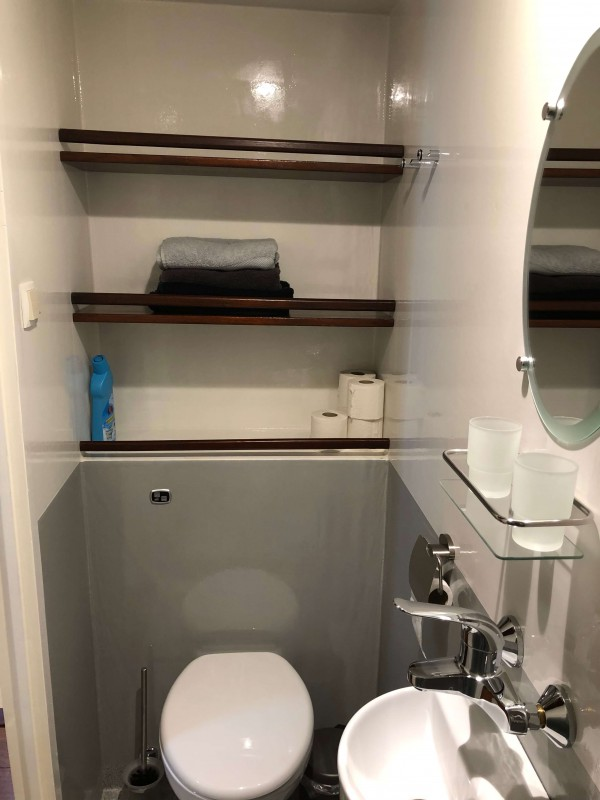 Bathroom incl. towels and shower gel