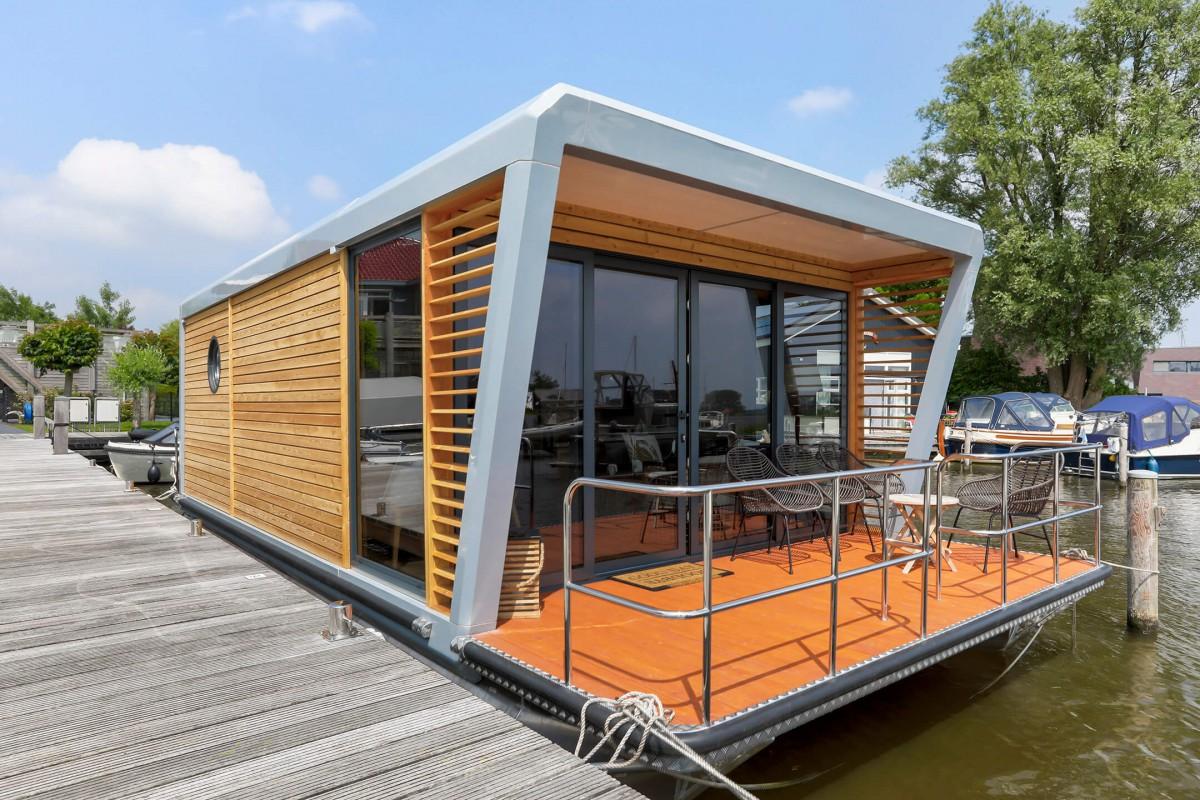 Houseboat Luxurious houseboat