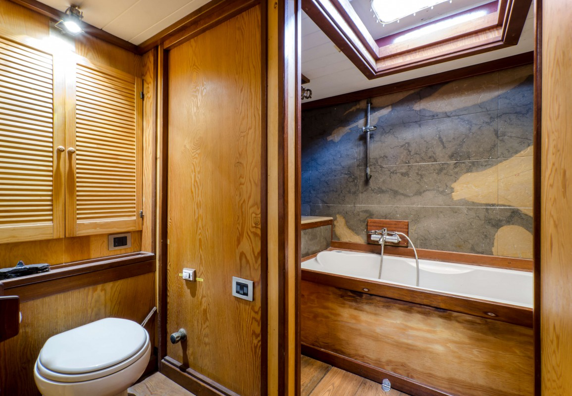 Bathroom of the Master cabin