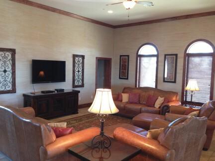 Lighthouse Hill : livingroom
