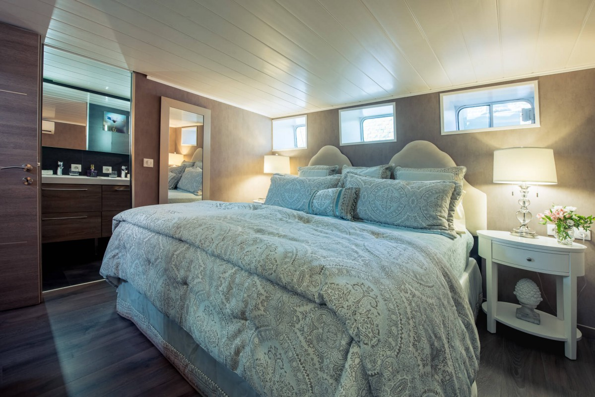 The Grand Victoria luxury ensuite cabin