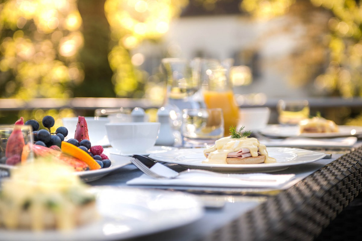 Breakfast alfresco on board the Grand Victoria luxury yacht
