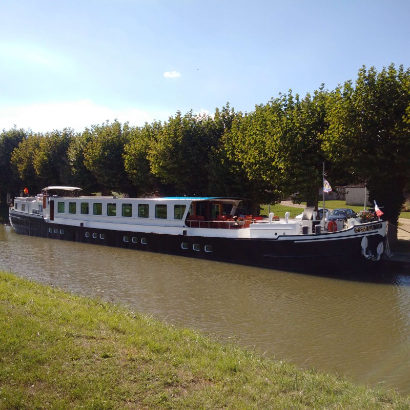 Moored in Montbouy