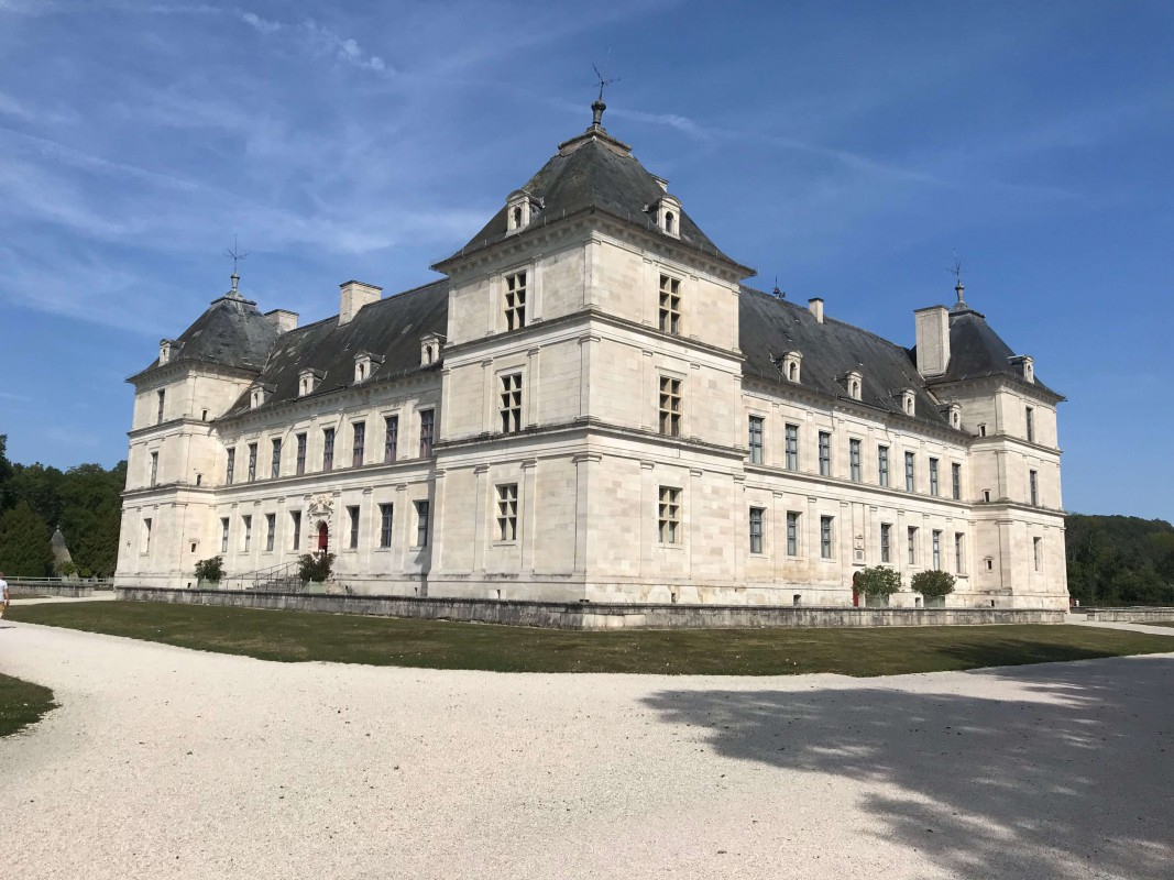 6-night all-inclusive cruise through the hills and villages of Northern Burgundy; enjoy gastronomy and adventure with our full crew at your service - Chateau Ancy-le-Franc