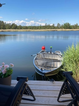 """Private Jetty. New (2020) aluminium boat """"Kimble 365 catch"""" with 65 Lbs trolling motor  and oars included in the rent. Excellent fishing in the ocean bay right outside the house!"""