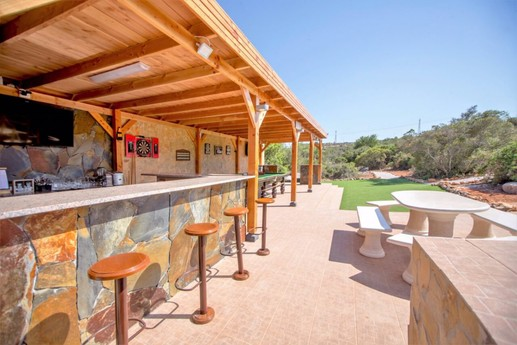 'Flatley's' Your own Bar with Sports facilities.