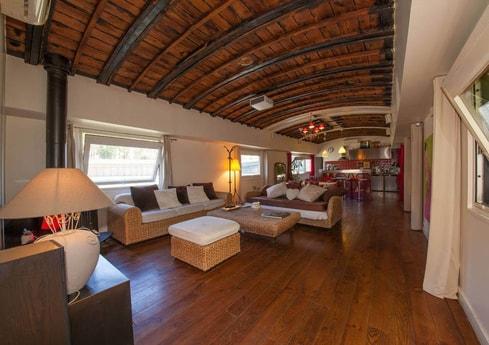 Spacious, luxurious living room