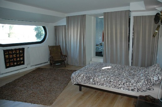 Bedroom 1: The master bedroom suite with 2.5 metre-long wind