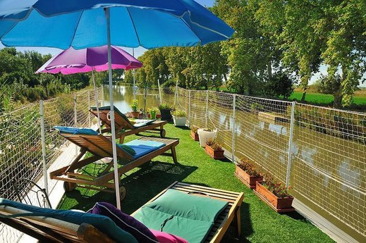 Sun loungers with river view