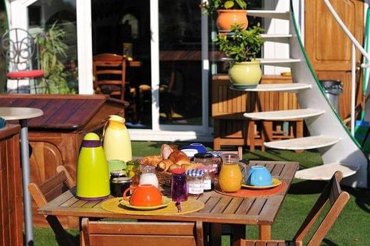 Outside breakfast