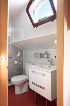 fully equipped bathroom 2