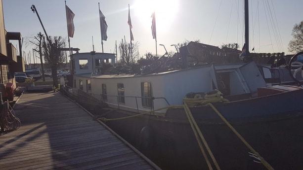 Houseboat 460 Monnickendam photo 4