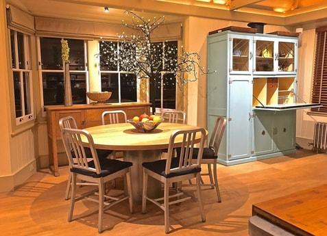 Kitchen table - seats 6