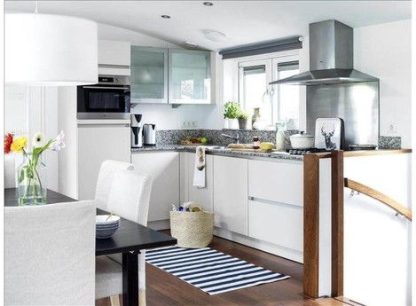 The fully ecuipped open kitchen