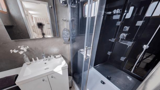 Esperance barge bathroom